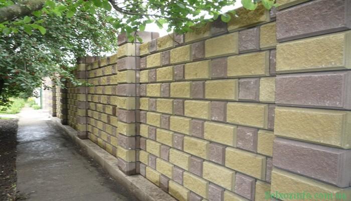 Декоратиний бетонний паркан