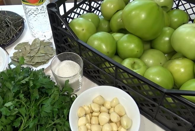 Зеленые помидоры в банку на зиму рецепт